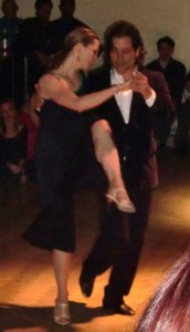 tango-show-couple